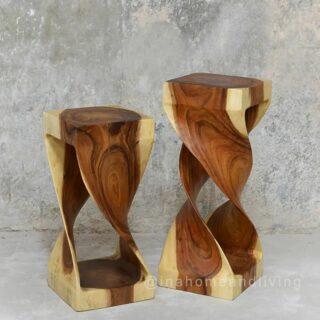 #woodenstool cantik untuk menghiasi rumah anda dari #inahomeandliving 🌏 klik link di Bio atau ketuk DM untuk detail Berbagi inspirasi biar kamu makin #betahdirumah #woodenaccessories #woodencoaster #homeaccessories #homefurniture #homeliving